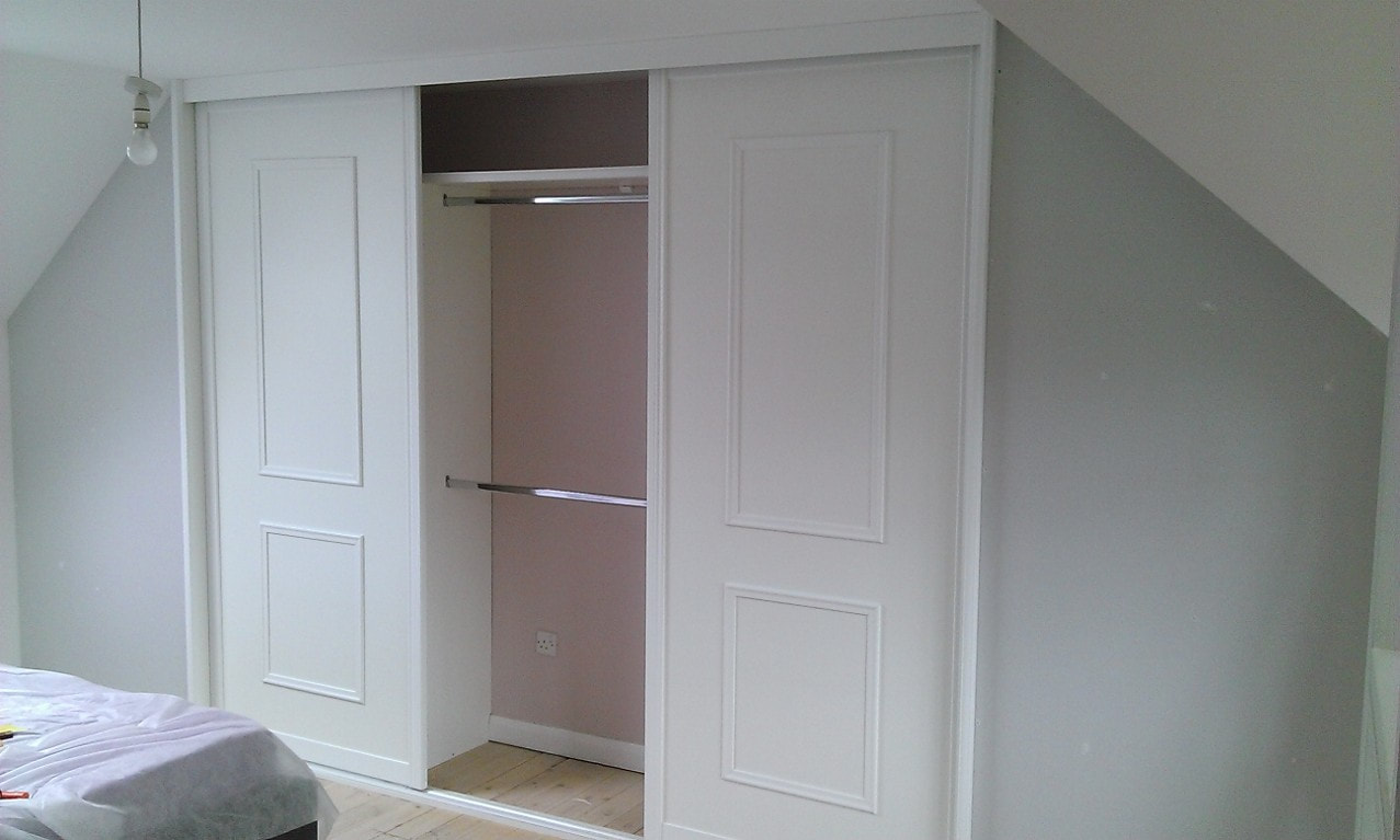 Fitted wardrobe by MRY projects